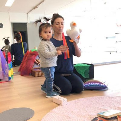 teacher from bumblebee arts centre playing with a kid